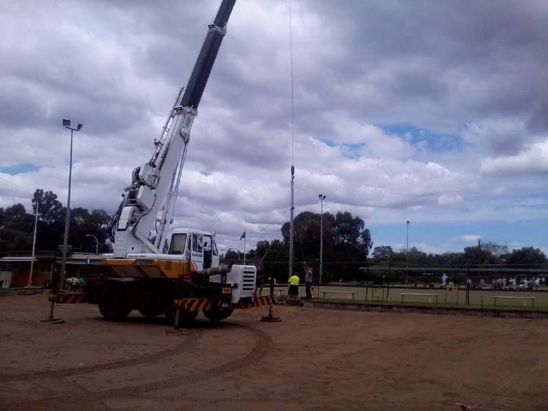 16 Tonne Kobelco Slewing Crane - Wanneroo Crane Hire